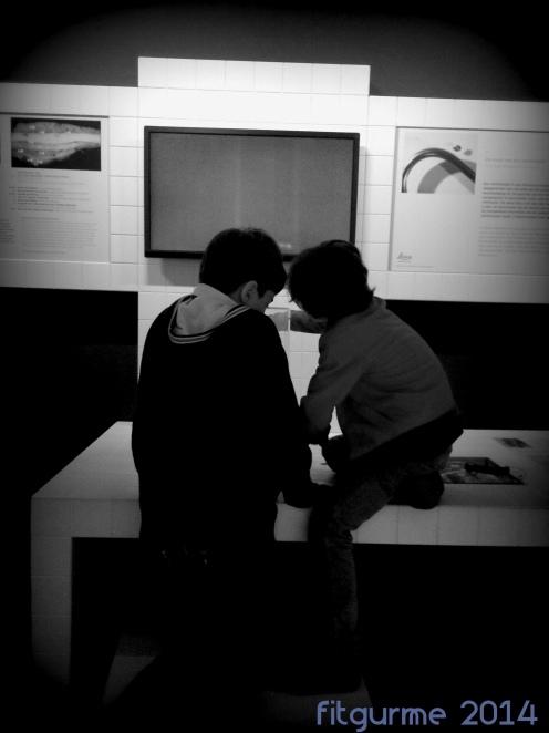 Van Gogh müzesinde iki meraklı!
